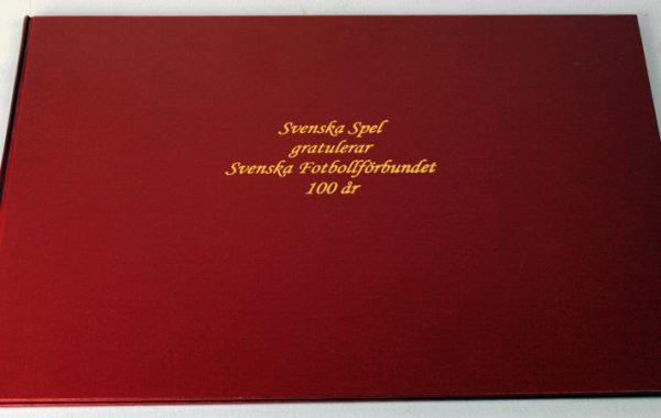 Hyllningsbok, 2004, ur Svenska Spels arkiv.